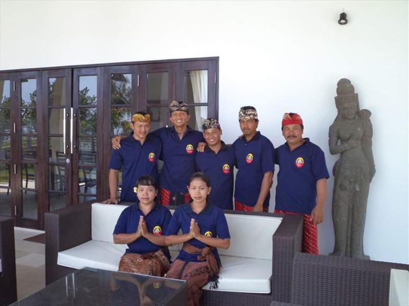 24 - personeel van villa Pandu